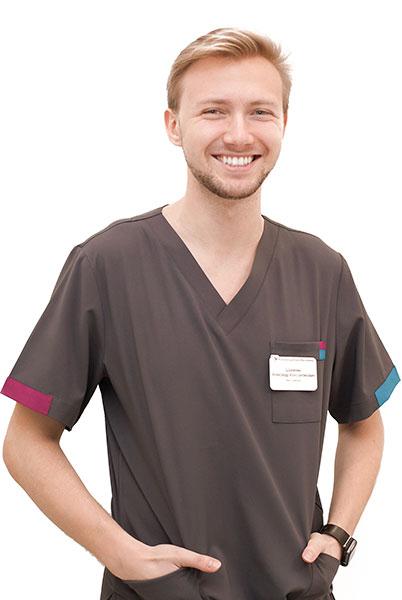 Стоматолог-пародонтолог, терапевт, хирург Шумилин А.К. — клиника доктора Василенко