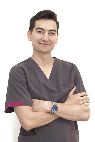 Стоматолог-терапевт Кузьмин П.В. — клиника доктора Василенко